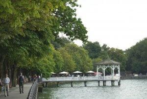 De kade van het meer in Bregenz