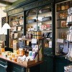 Koekenwinkel met houten interieur in Deventer