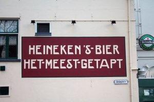 """Muurreclame in Kampen """"Heineken's bier het meest getapt"""""""