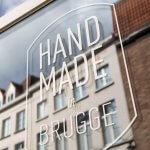 Winkeletalage met de sticker Handmade in Brugge