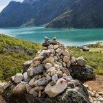 Hoop stenen op de Besseggen hike, gestapeld door wandelaars