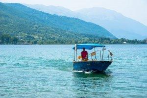 Bootje op het meer van Ohrid in Macedonië