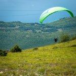 Paraglider boven National Park Galičica