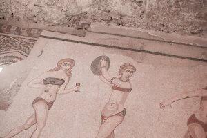 Oude Romeinse mozaïek 'Bikini girls' in Vila Romana del Casale op Sicilië
