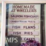 Bord met het menu van Wheeler's Oyster Bar in Whitstable