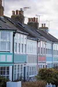 Straat gekleurde rijhuizen in Whitstable