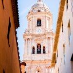 De toren van de kathedraal van Málaga in Andalusië
