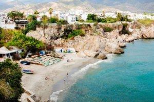 Strand aan Nerja, Costa del Sol, Spanje