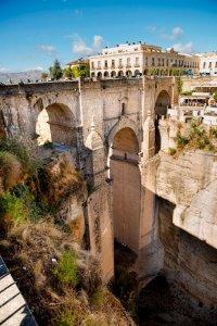 De brug Puente Nuevo in Ronda over een kloof