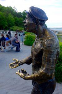 Bronzen standbeeld in park