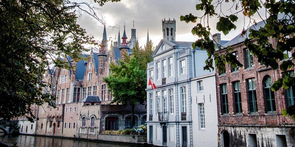 Huizen langs de vaart in Brugge