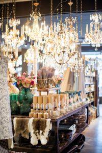 Interieur van koffiehuis en winkel Robbies
