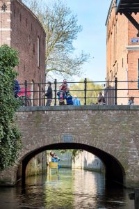 Waterloop met brug in Den Bosch
