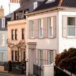 Pittoresk straatbeeld van Guernsey