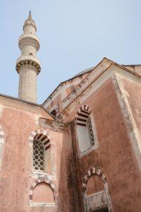 Moskee van suleiman en minaret in Rhodos
