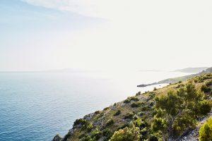Zeeuitzicht op de Dalmatische kust van op Hvar