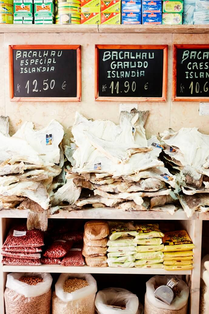 Winkel in Lissabon met bakkeljauw en specerijen