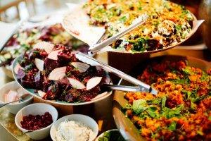 Buffet met verschillende vegetarische gerechten
