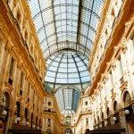 Gang met glazen koepel van Galleria Vittorio Emanuele in Milaan