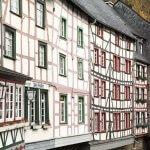 Pittoreske huisjes aan de stroom in Monschau