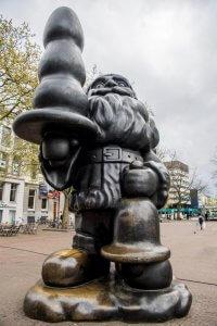 Kunstwerk 'Santa Claus' van Paul McCarthy op het Eendrachtsplein in Rotterdam