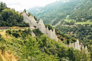 Stenen piramiden van Enseigne in Wallis