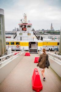 Met de boot als alternatief vervoermiddel van het Waasland naar Antwerpen.