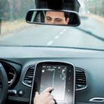 Zorgt een ingewikkeld dashboard voor te veel afleiding in de auto?