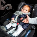 Je kind veilig in de auto vastklikken