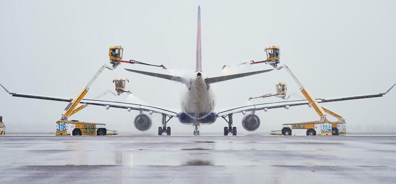 Sneeuw op de luchthaven van Schiphol
