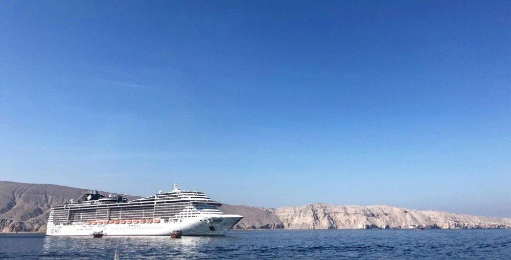 Op cruise langs de Emiraten