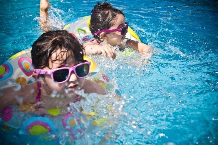 Moet je je opnieuw insmeren na het zwemmen