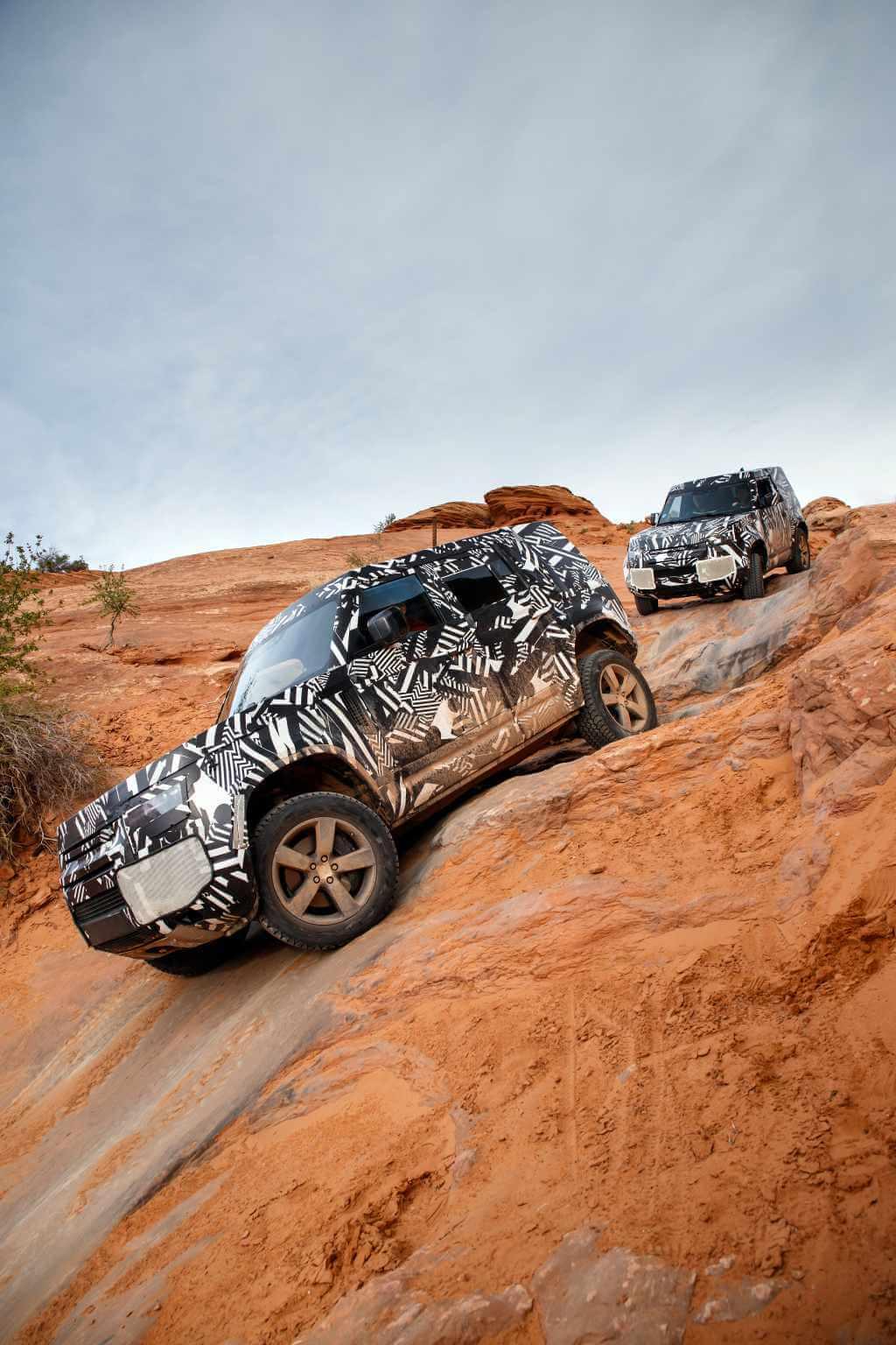 De nieuwe en oude Land Rover Defender